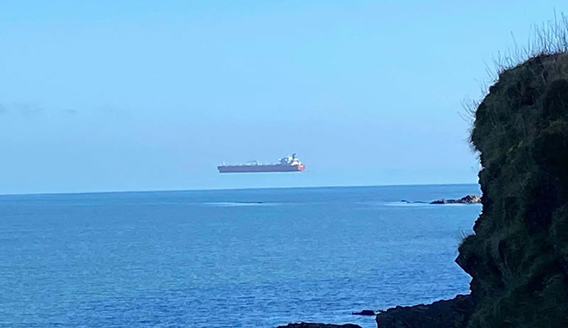 floating hover ship superior mirage england Hover Ship Spotted Off Cornwall Coast is Great Example of Superior Mirage