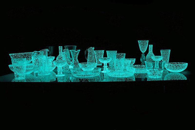 phosphorescent glass sculptures by rui sasaki 1 Phosphorescent Glass Sculptures Illuminate in Presence of People