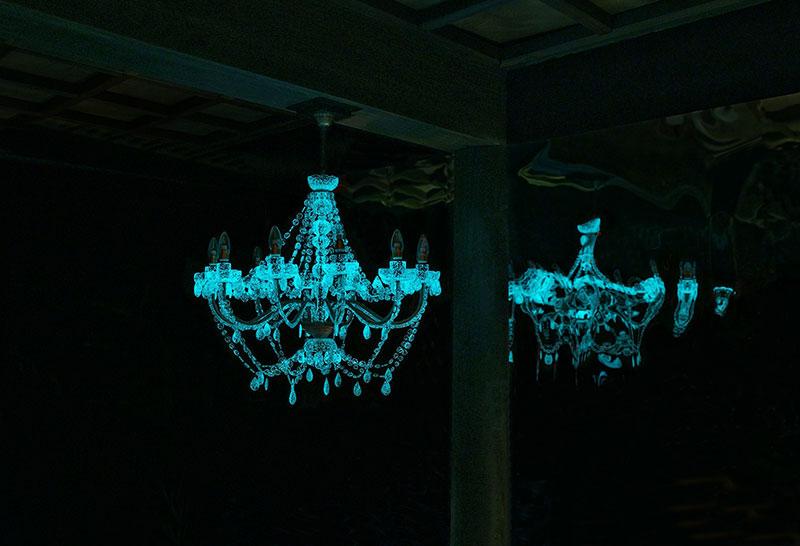 phosphorescent glass sculptures by rui sasaki 2 Phosphorescent Glass Sculptures Illuminate in Presence of People