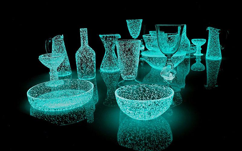 phosphorescent glass sculptures by rui sasaki 5 Phosphorescent Glass Sculptures Illuminate in Presence of People