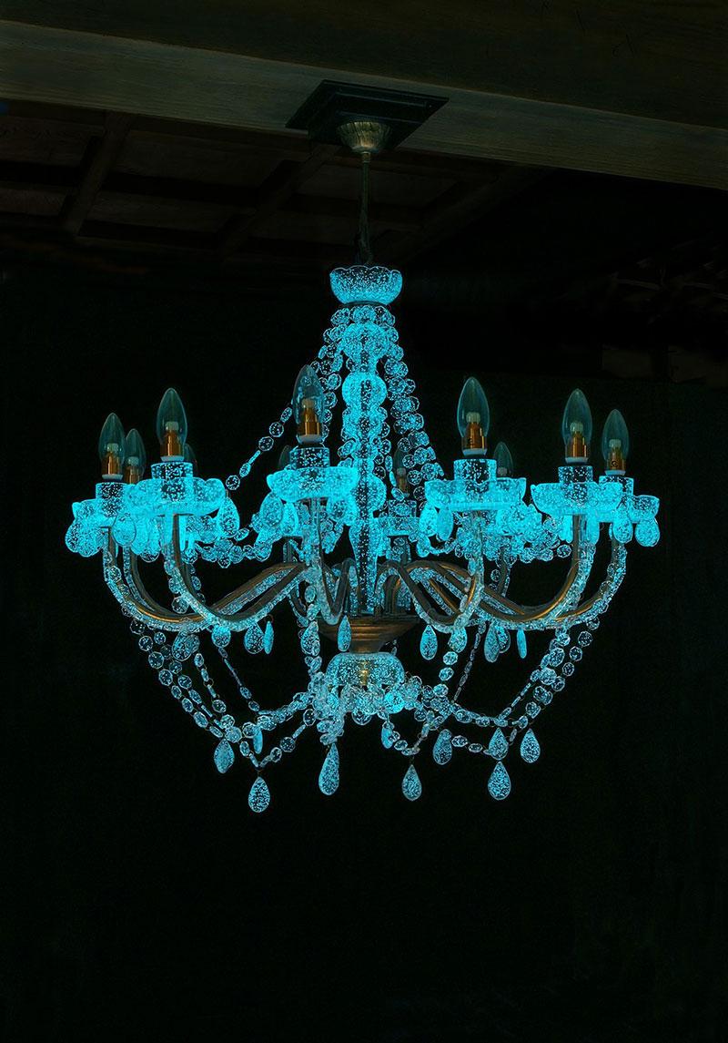 phosphorescent glass sculptures by rui sasaki 7 Phosphorescent Glass Sculptures Illuminate in Presence of People