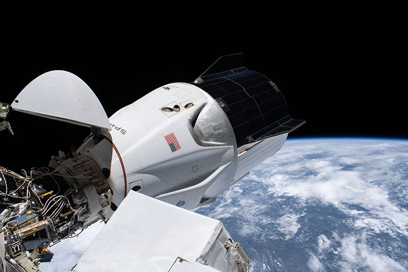 SpaceX Crew 1 Makes Rare Nighttime Splashdown After 6.5 Hour Journey from ISS 1 SpaceX Crew 1 Makes Rare Nighttime Splashdown After 6.5 Hour Journey from ISS