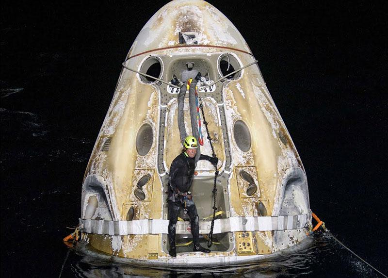 SpaceX Crew 1 Makes Rare Nighttime Splashdown After 6.5 Hour Journey from ISS 2 SpaceX Crew 1 Makes Rare Nighttime Splashdown After 6.5 Hour Journey from ISS