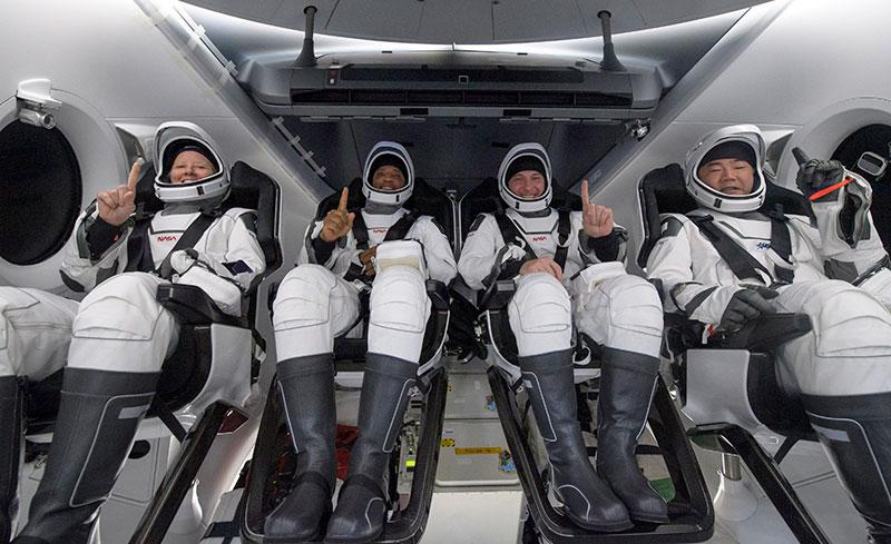 SpaceX Crew 1 Makes Rare Nighttime Splashdown After 6.5 Hour Journey from ISS 3 SpaceX Crew 1 Makes Rare Nighttime Splashdown After 6.5 Hour Journey from ISS