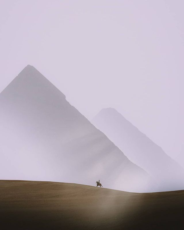 This Egyptian Photographers Series on the Giza Pyramids is Absolutely Breathtaking