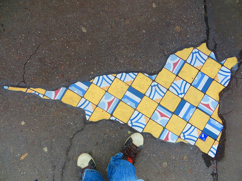 pavement surgeon ememem mosaic tile streets france 10 The Pavement Surgeon Beautifying the Damaged Sidewalks of France