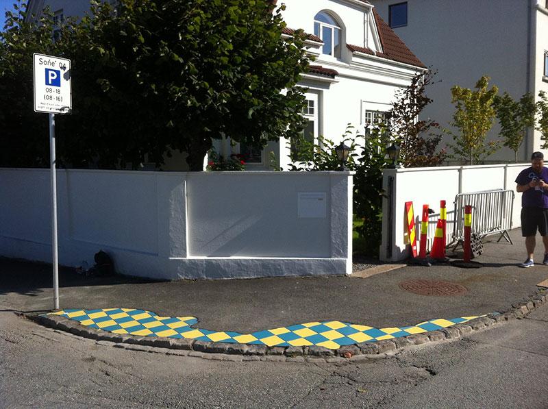 pavement surgeon ememem mosaic tile streets france 9 The Pavement Surgeon Beautifying the Damaged Sidewalks of France