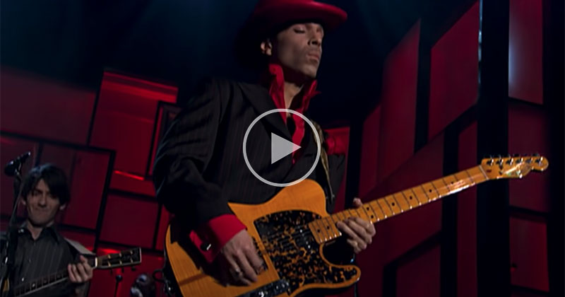 Prince's Epic Solo Gets Re-Edited by the Director That Originally Filmed it 17 Years Ago