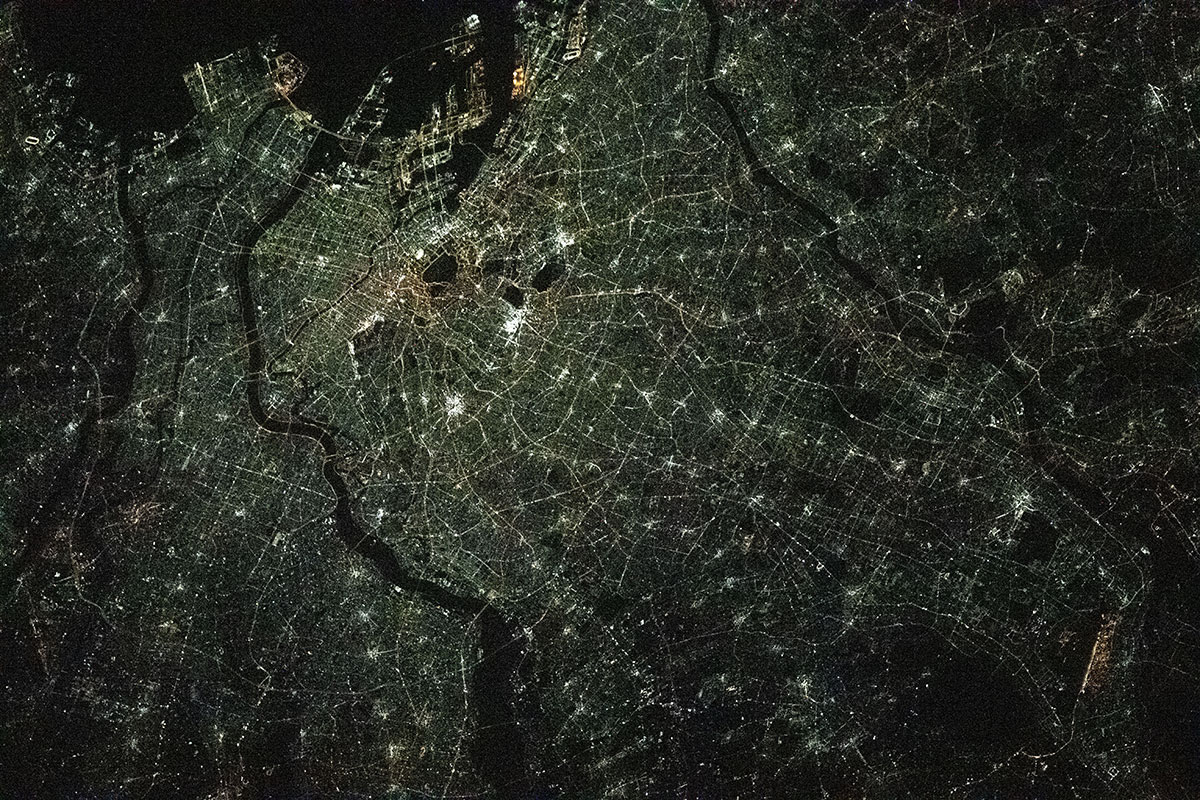 tokyo at night from space iss What Tokyo Looks Like at Night from the International Space Station