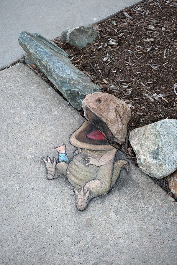 david zinn chalk art ann arbor michigan 3 David Zinn Draws Tiny Chalk Art Throughout Ann Arbor and Its the Best