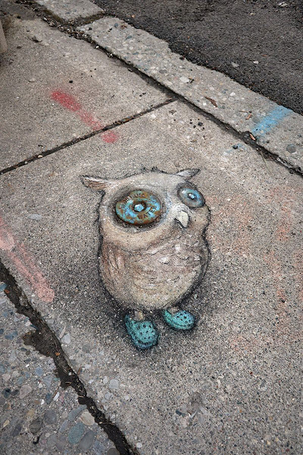 david zinn chalk art ann arbor michigan 6 David Zinn Draws Tiny Chalk Art Throughout Ann Arbor and Its the Best