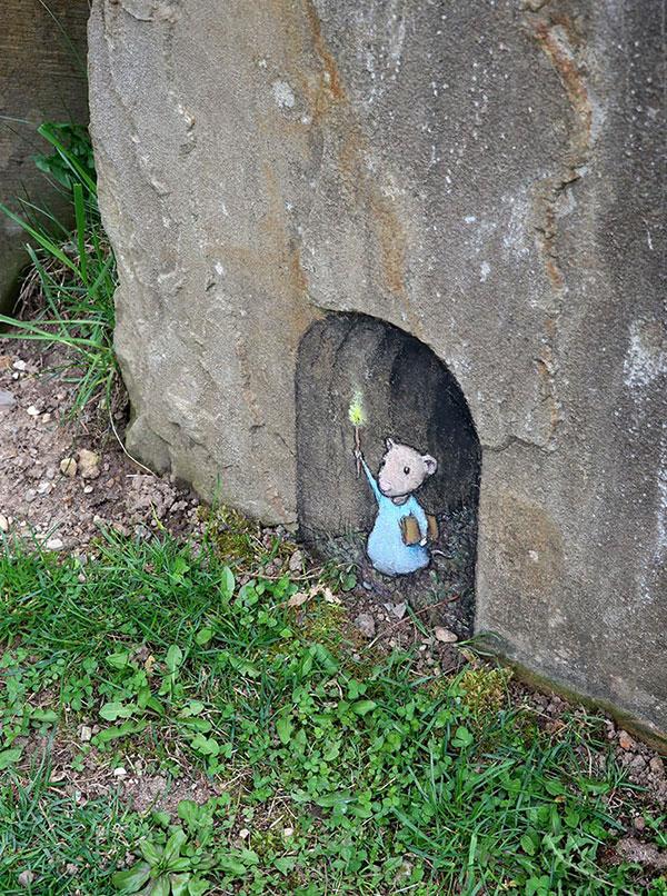 david zinn chalk art ann arbor michigan 8 David Zinn Draws Tiny Chalk Art Throughout Ann Arbor and Its the Best
