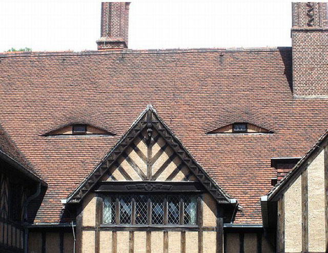 buildings with shifty eyes 3 5 Buildings That are Definitely Up to Something