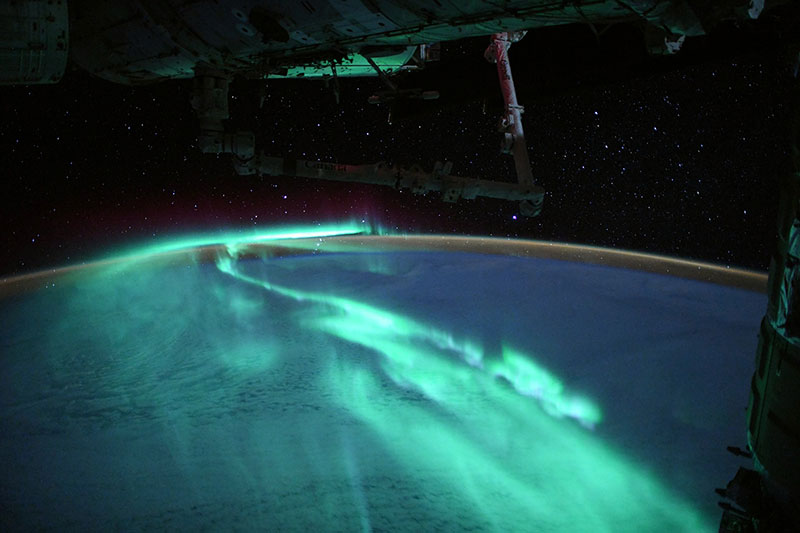 thomas pesquet aurora astralis southern lights esa iss 2 An Astronaut Captured the Southern Lights Under a Full Moon and Theyre Stunning