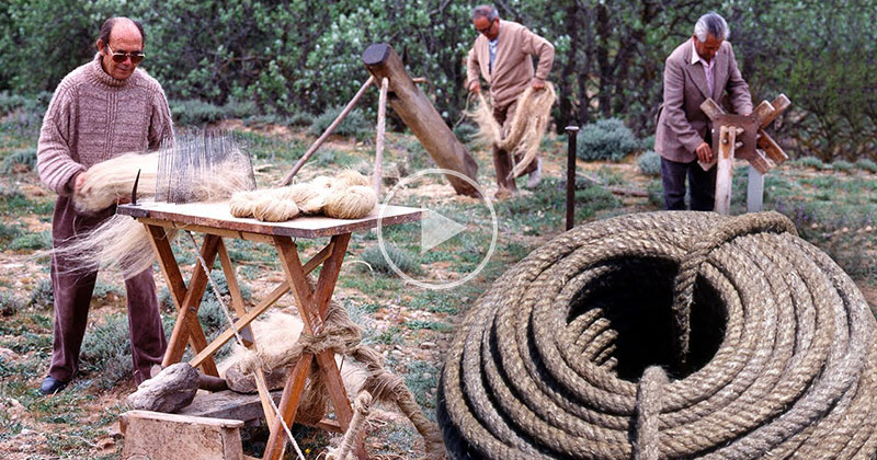 Amazing Video Explains the Entire Process of Traditional Hemp Rope Braiding